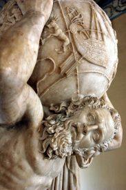 Escultura-de-Atlas-con-el-mundo-sobre-los-hombros-siglo-II-Museo-Arqueológico-Nacional-de-Nápoles-Italia.