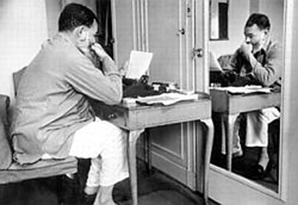 hemingway-writing-mirror-paris