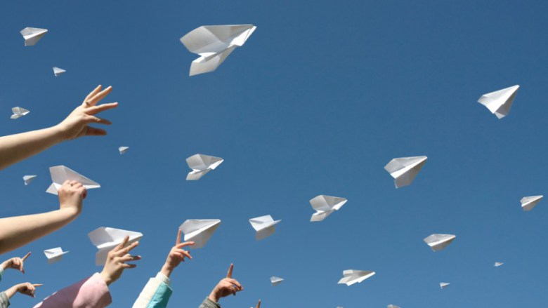 paper-airplanes_shutterstock_43792207-800x460